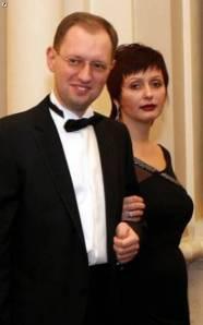 Arsēnijs Jaceņuks ar sievu