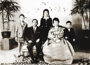 Paks Čonhi ar ģimeni
