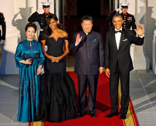Si Dziņpins un Baraks Obama ar sievām