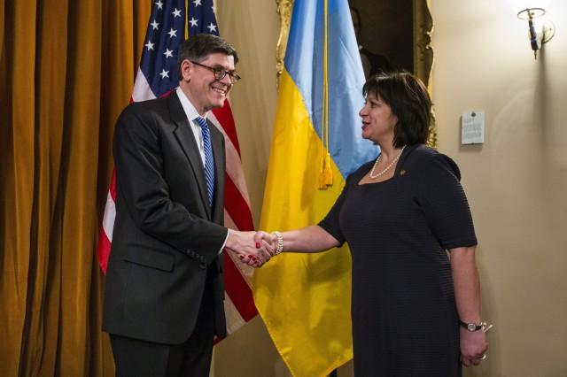 Natālija Jaresjko un ASV valsts kases sekretārs