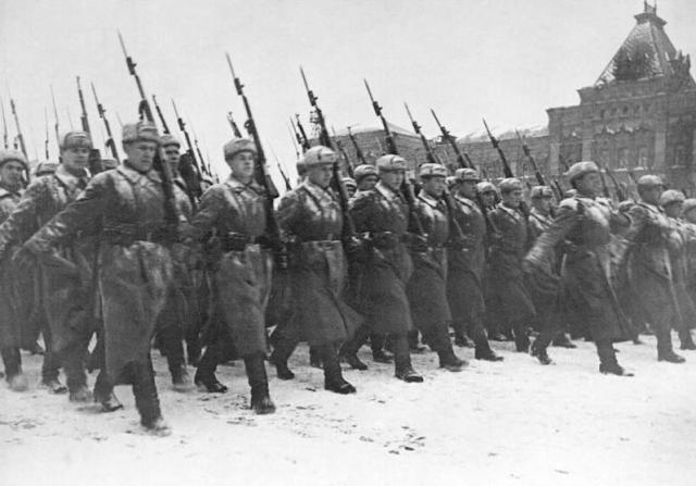 2.pasaules kara lūzuma punkts: 1941.gada militārā parāde Maskavā