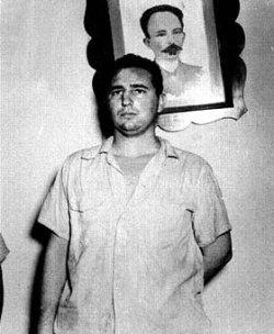 Fidels Kastro policijas iecirknī pēc kazarmu šturmēšanas
