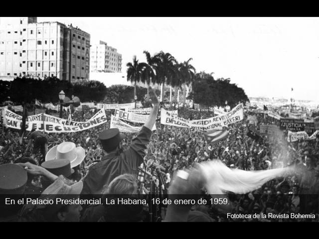 Fidels Kastro uzstājas demonstrācijā pie prezidenta pils Havanā 1959.gada 16.janvārī