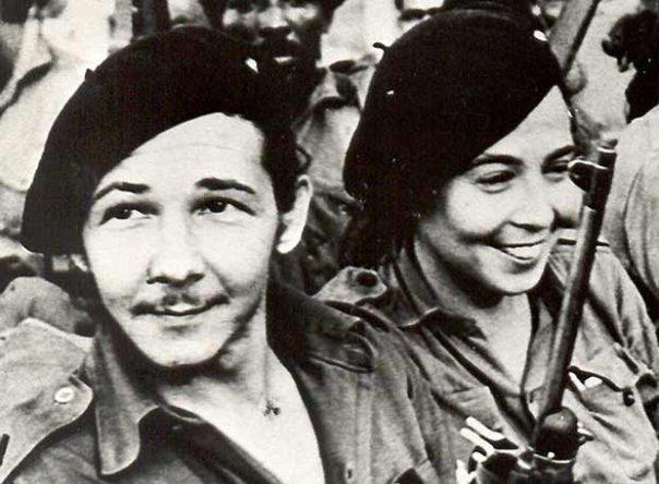 Rauls Kastro ar savu nākamo sievu, četru bērnu māti un oficiālo Kubas pirmo lēdiju Vilmu Espin